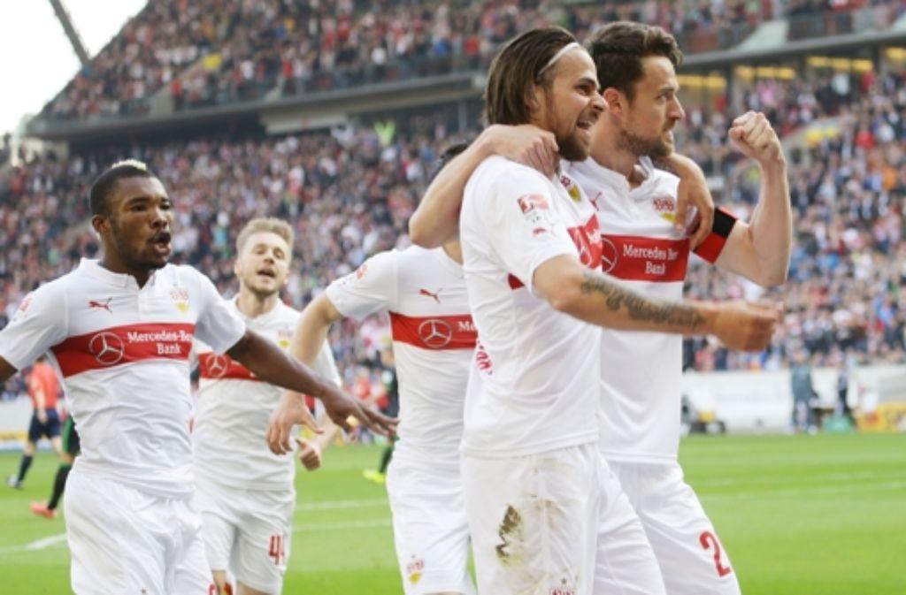 Serey Dié (links) und VfB-Kapitän Christian Gentner (rechts) – zwei wichtige Säulen im Kampf des VfB Stuttgart gegen den Abstieg. Gentners Werdegang zeichnen wir in der folgenden Bilderstrecke nach. Foto: Pressefoto Baumann
