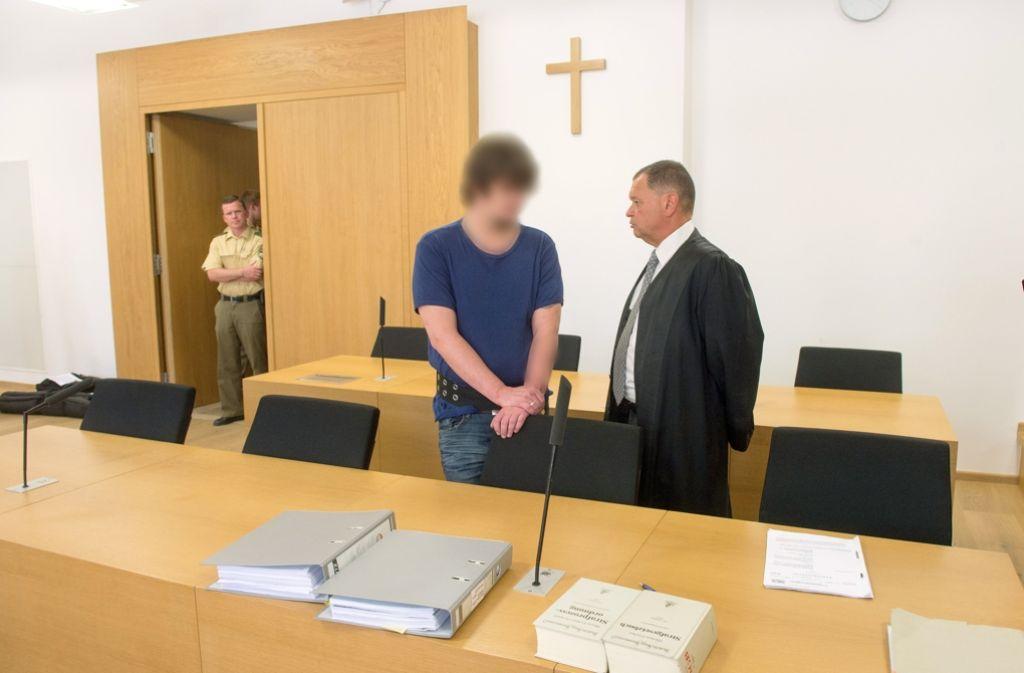 Mit einer erfundenen Überwachungsgeschichte rund um das US-Verteidigungsministerium hat ein 30-Jähriger aus Niederbayern zwei Mädchen immer wieder sexuell missbraucht. Foto: dpa