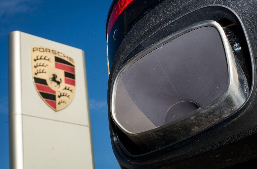 Wegen einer unzulässigen Abschalteinrichtung bei Diesel-Motoren ruft Porsche Cayenne-Geländewagen zurück. Foto: dpa