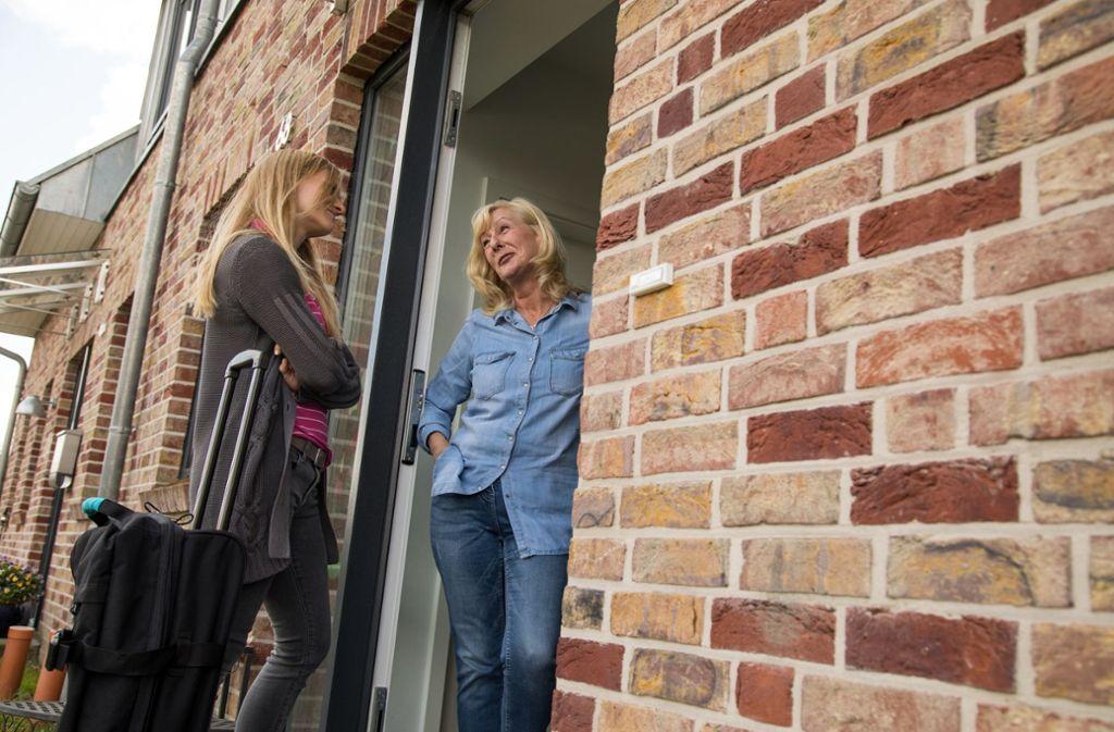 Dass junge Leute, die bereits einmal ausgezogen sind, zurück ins Elternhaus ziehen, hat oft mit Wendepunkten im Leben zu tun. Foto: dpa-tmn