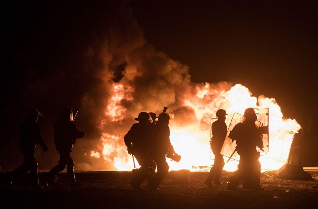 In der Nacht vor der Räumng des Flüchtlingslagers im nordfranzösischen Calais ist es zu Ausschreitungen gekommen. Foto: Getty Images Europe