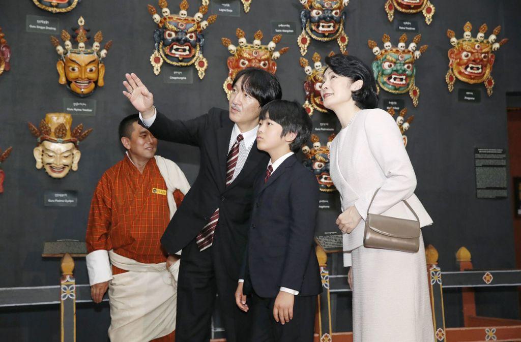 Ein seltenes Bild: Prinz Hisahito mit seinen Eltern, Kronprinz Akishino und Kronprinz Kiko, bei einem königlichen Termin. Foto:
