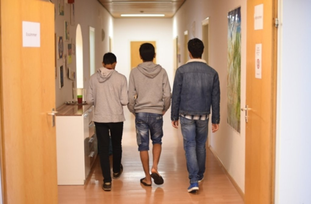 Nicht alle Flüchtlingskinder reisen mit ihren Eltern her. Um sie kümmern sich Pflegefamilien und Betreuer in Heimen. Foto: dpa