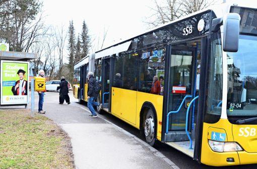 Für Senioren ist der Schritt in den Bus schwierig