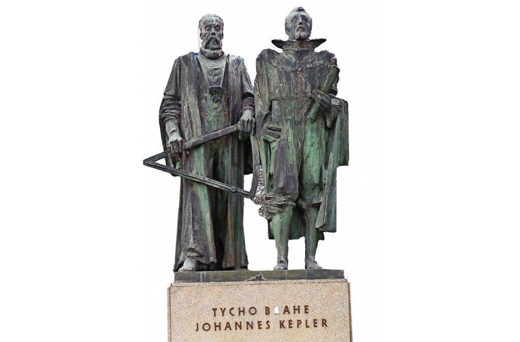 Nicht nur hierzulande ein Star: Diese Statue von Tycho Brahe und Johannes Kepler steht in Prag. Foto: pixabay