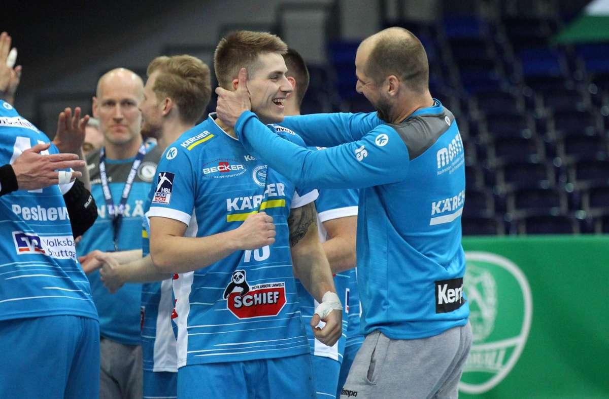 Der TVB jubelt auswärts: Trainer Jürgen Schweikardt  (re.) freut sich mit Torjäger Viggo Kristjansson. Foto: imago//Jan Käfer