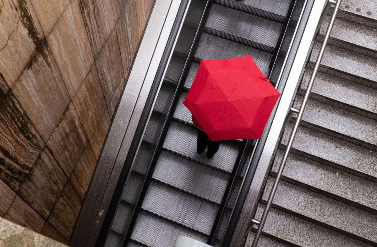 Das war es dann wohl mit dem Sommer: Das Wochenende in Stuttgart wird bewölkt und regnerisch. Foto: dpa/Marijan Murat