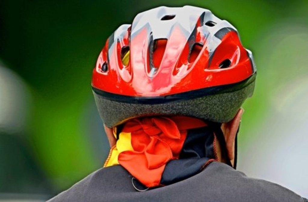 Trotz Helm erlitt ein Radfahrer in Stuttgart-Sillenbuch am Dienstagmorgen beim Zusammenprall mit einem Auto schwere Verletzungen. Foto: dpa