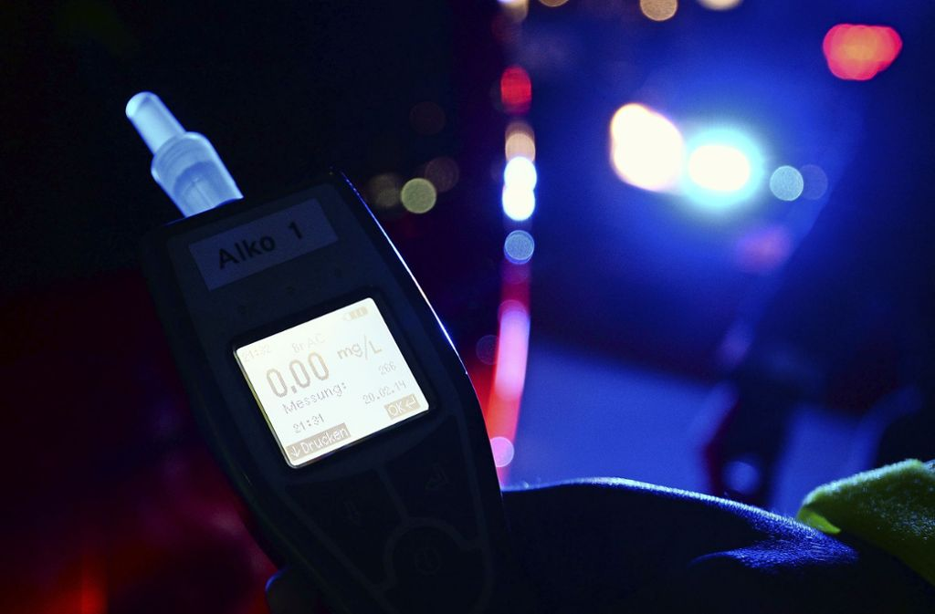 Bei der Kontrolle hat die Polizei aus gutem Grund kontrolliert, ob der Mann Alkohol getrunken hatte. Foto: picture alliance / dpa