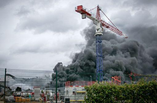 Feuer in französischer Chemiefabrik – Schulen geschlossen