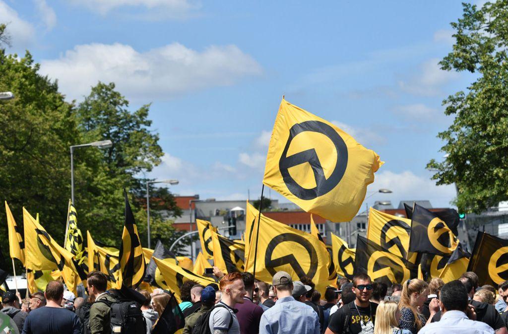 Ein Aufmarsch der Identitären Bewegung in Berlin. Foto: dpa/Paul Zinken