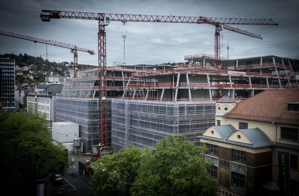 Die Baustelle im April 2016: Mehr als 20 Ladengeschäfte, Restaurants und Bars wird das Dorotheen-Quartier beherbergen. Foto: Lichtgut/Achim Zweygarth