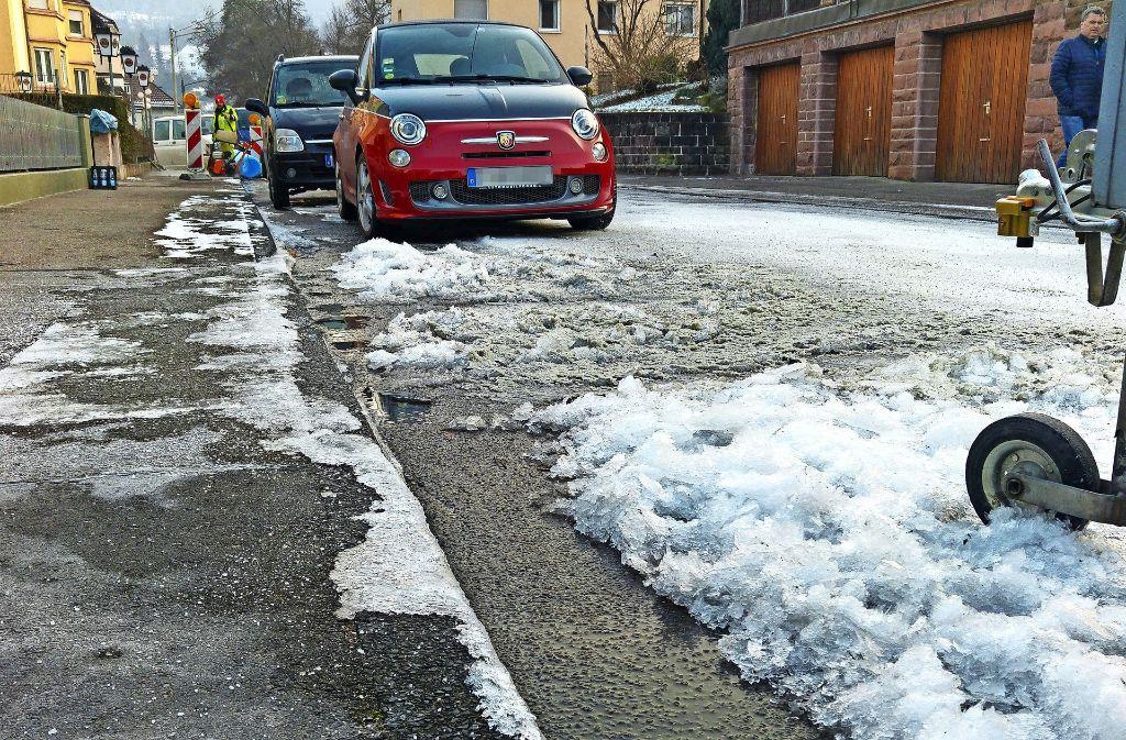 Die Eisschicht war stellenweise einige Zentimeter dick. Foto: Jürgen Brand