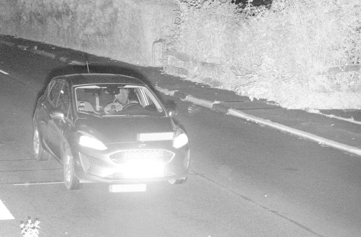Ein 23-jähriger Mann wiegt sich in falscher Sicherheit und fährt absichtlich mehrmals  zu schnell an einem Blitzer vorbei Foto: dpa/Polizei Oberbergischer Kreis