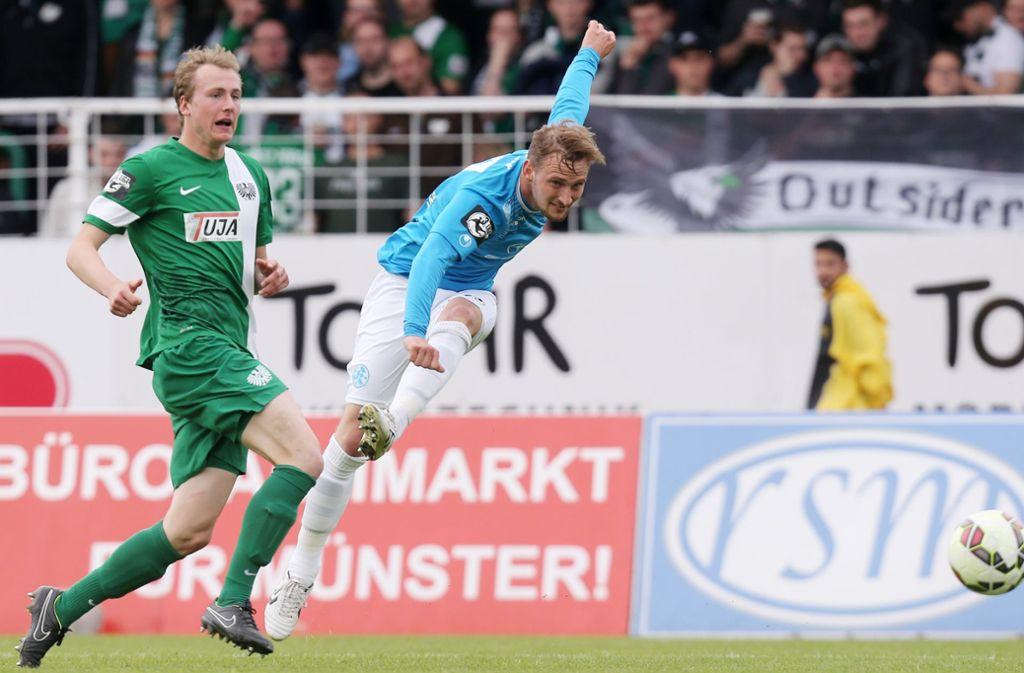 Spielt nicht mehr höherklassig auf dem Feld, Manuel Fischer (re.) konzentriert sich künftig auf Futsal. Foto: Baumann
