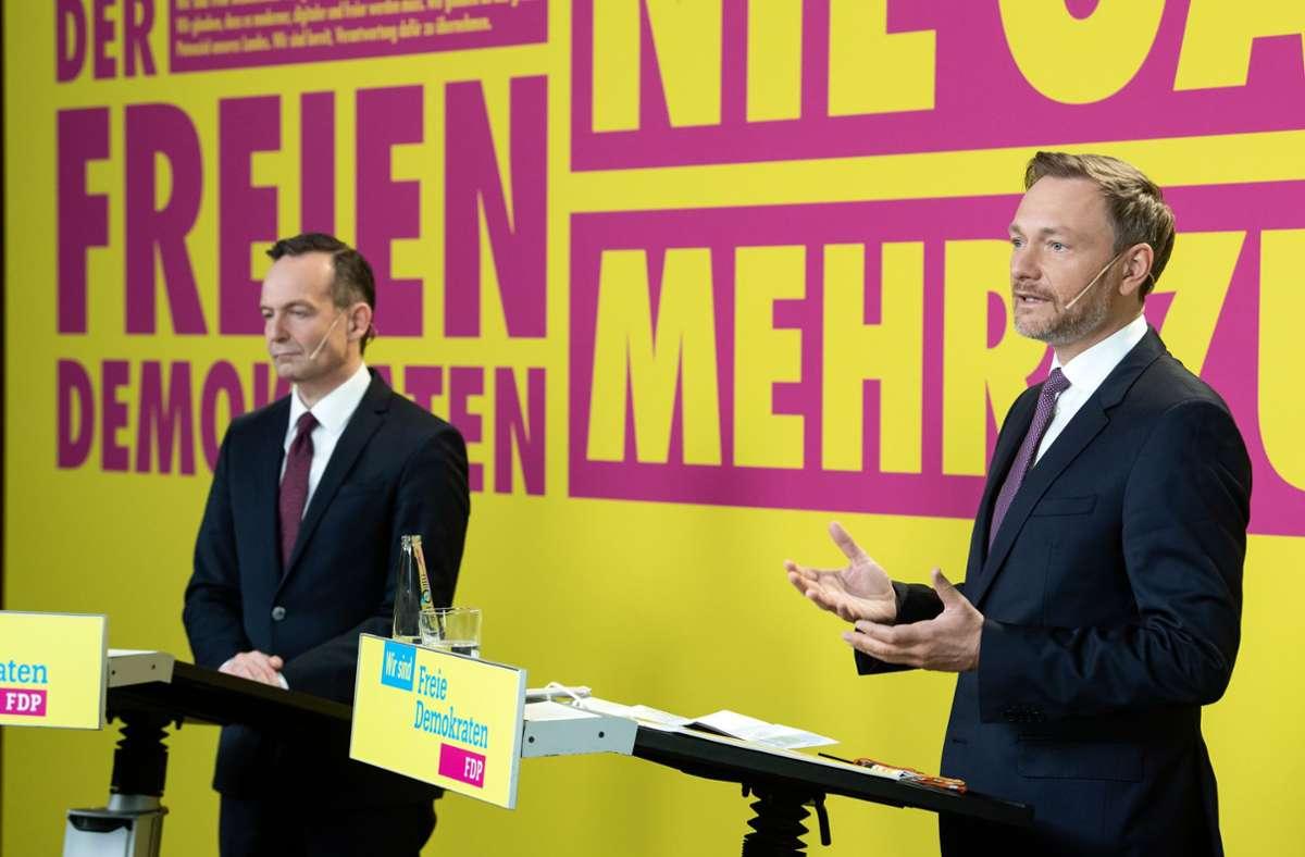 FDP-Generalsekretär Volker Wissing und FDP-Vorsitzender Christian Lindner, werben auf dem Bundesparteitag für das Wahlprogramm der Partei. Foto: dpa/Bernd von Jutrczenka