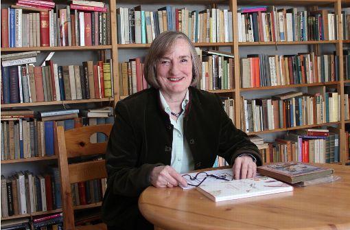 Eine  Frau mit rund 20000 Büchern