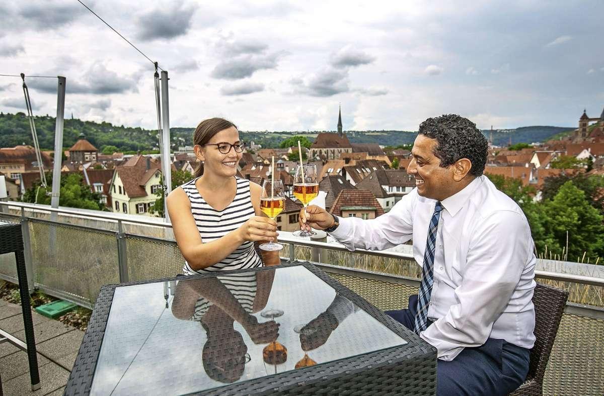 Anstoßen auf der Dachterrasse des Hotels Park Consul. Foto: Roberto Bulgrin
