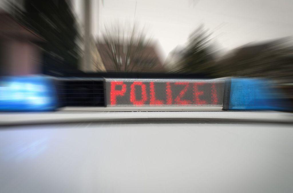 Ein Betrunkener ist in Backnang vor einer Kontrolle der Polizei geflüchtet und hat dabei einen Unfall verursacht. Foto: StZN