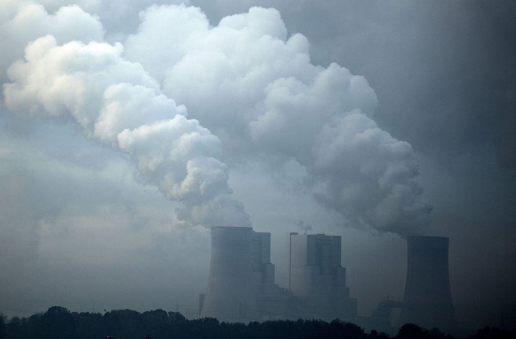 Wenn Braunkohle zu Strom wird, entsteht besonders viel klimaschädliches Kohlendioxid (CO2). Deshalb sollen sie nach und nach sollen sie  vom Netz genommen werden. Foto: dpa