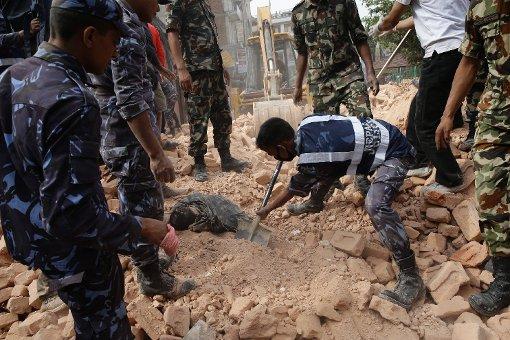 Beben fordert mehr als 1450 Tote
