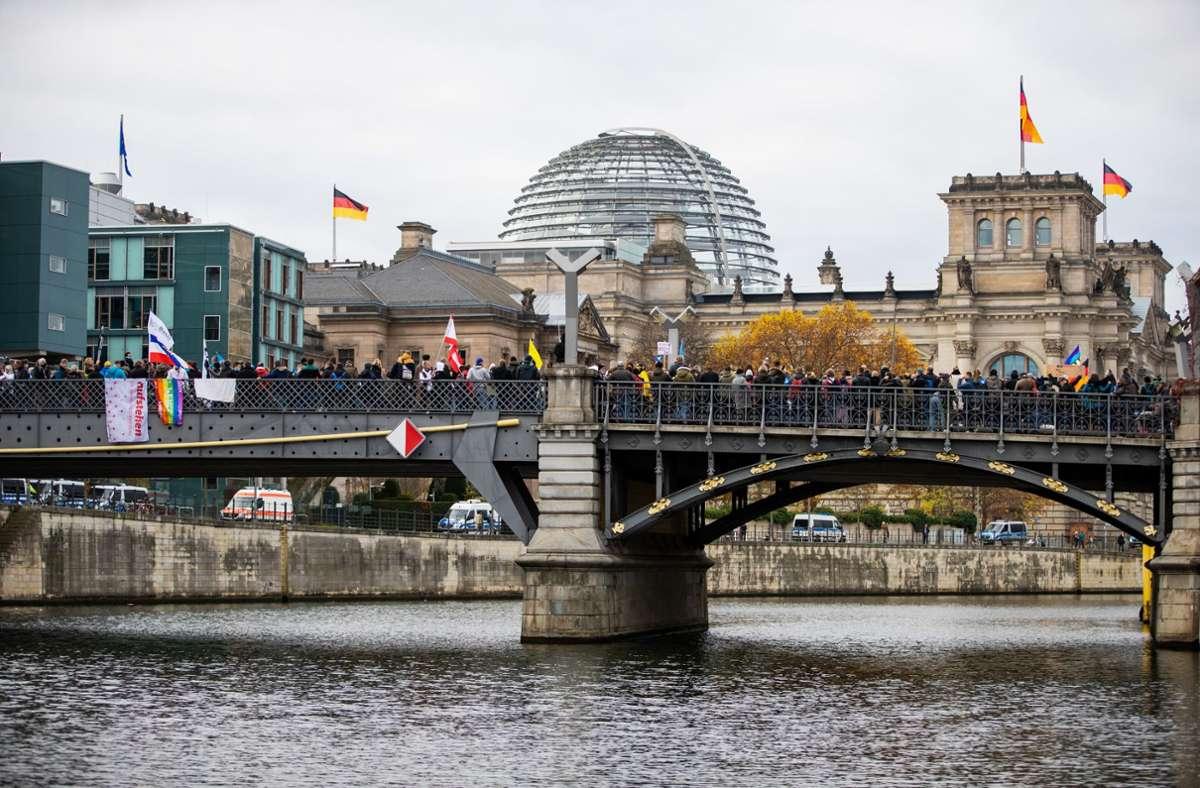 Eine Mehrheit von 415 Abgeordneten stimmten für die Reform, 236 dagegen, 8 enthielten sich. Foto: dpa/Christoph Soeder