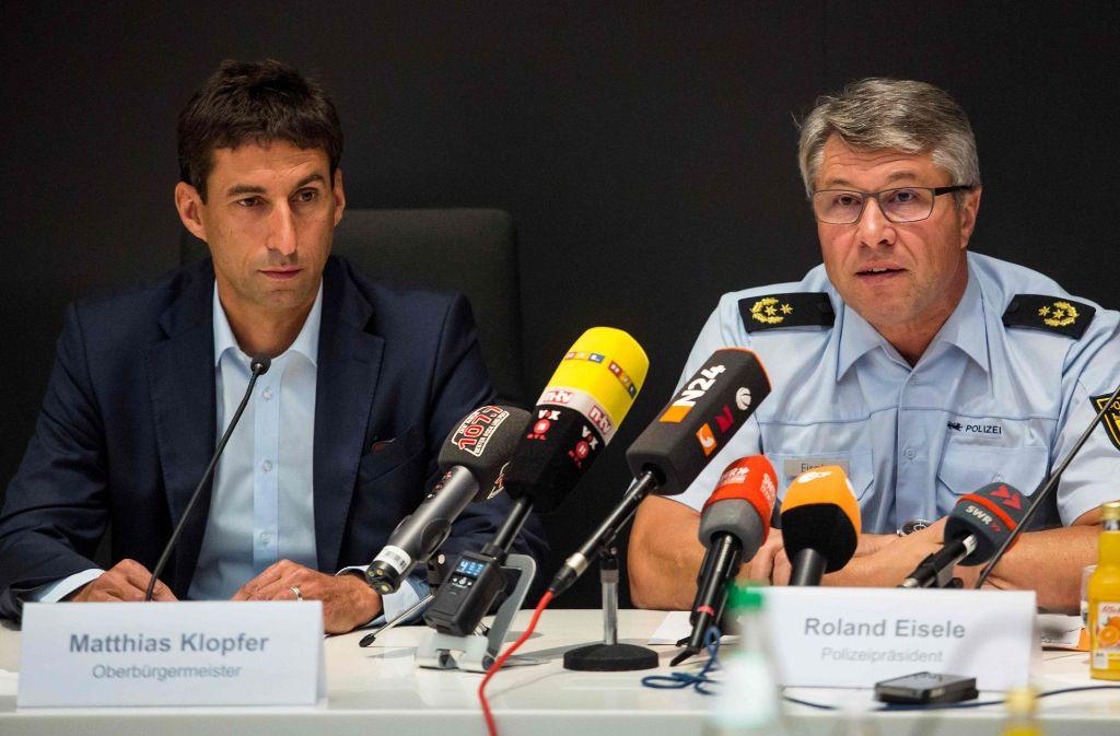 Oberbürgermeister Matthias Klopfer (links)und Aalens Polizeipräsident Roland Eisele bei der Pressekonferenz am Montag. Foto: dpa