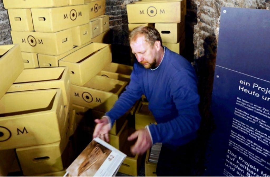 Die ersten bedruckten Keramikkacheln werden in einem Bergwerk eingelagert. Foto: Wolfgang Neugebauer