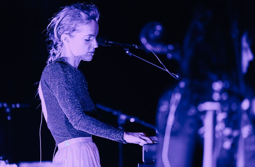 Agnes Obel, hier im Stuttgarter Mozartsaal beim New-Fall-Festival 2016 Foto: Lichtgut/Verena Ecker