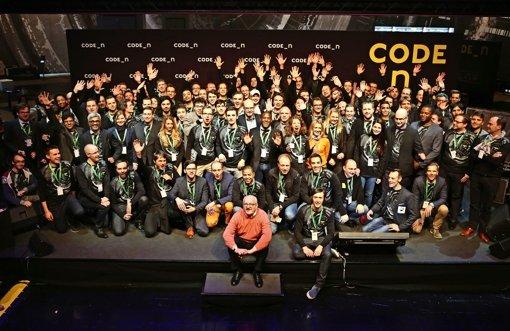 GFT-Chef Ulrich Dietz (vorne links) mit Teilnehmern des Wettbewerbs Code-n, dem globalen  Netzwerk für den  Innovationscampus. Foto: GFT