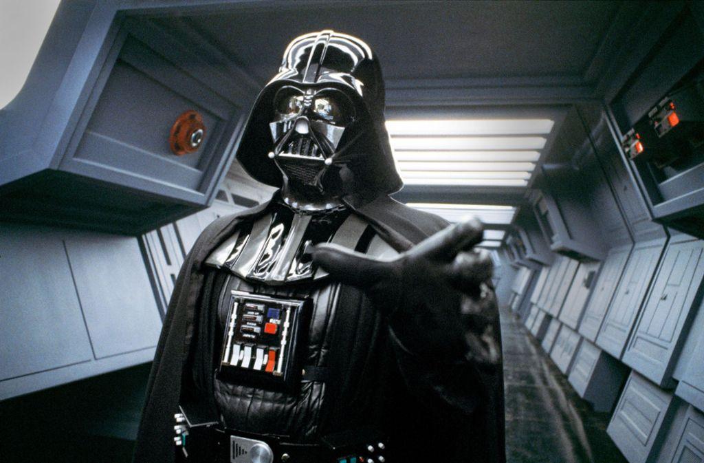 David Prowse als Darth Vader mit seinem berühmten telepathischen Würgegriff Foto: Courtesy TASCHEN/TM & © 2018 LFL
