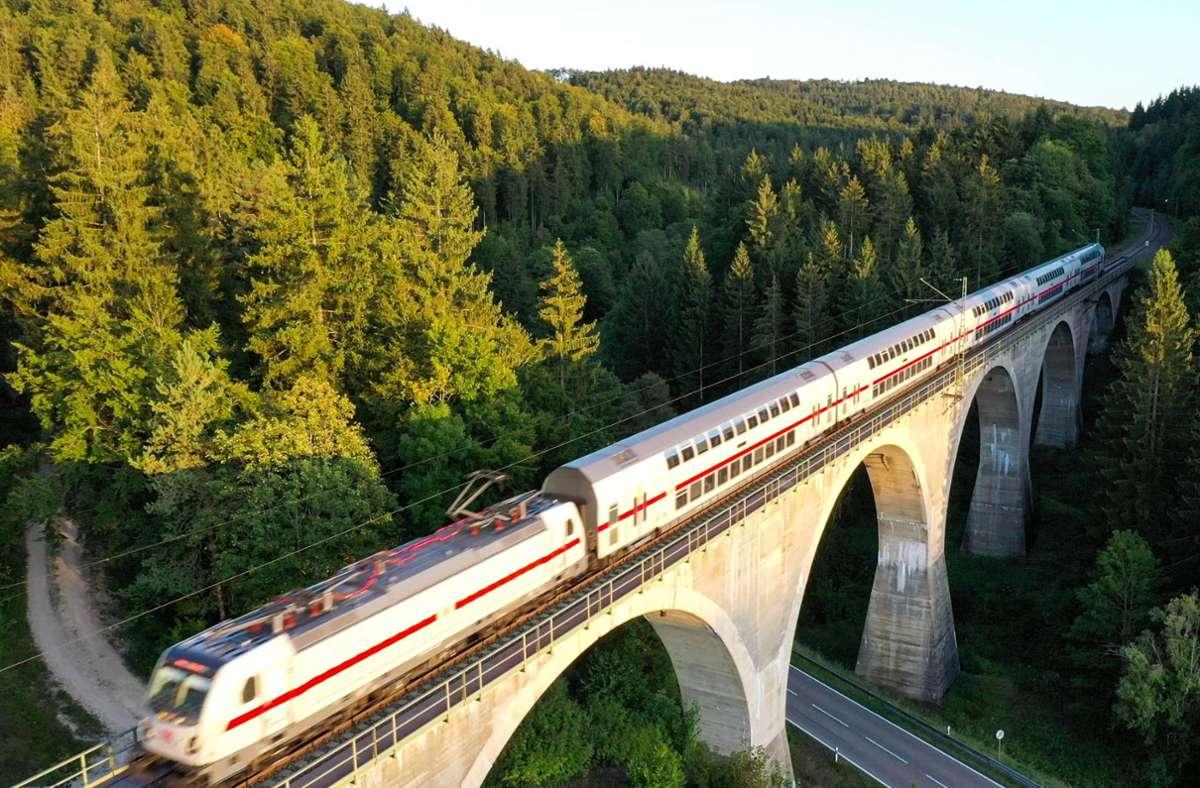 Etliche Fragen sind noch offen, was die Zukunft der Gäubahnstrecke zwischen Stuttgart und der Schweiz angeht. Foto: dpa/Felix Kästle