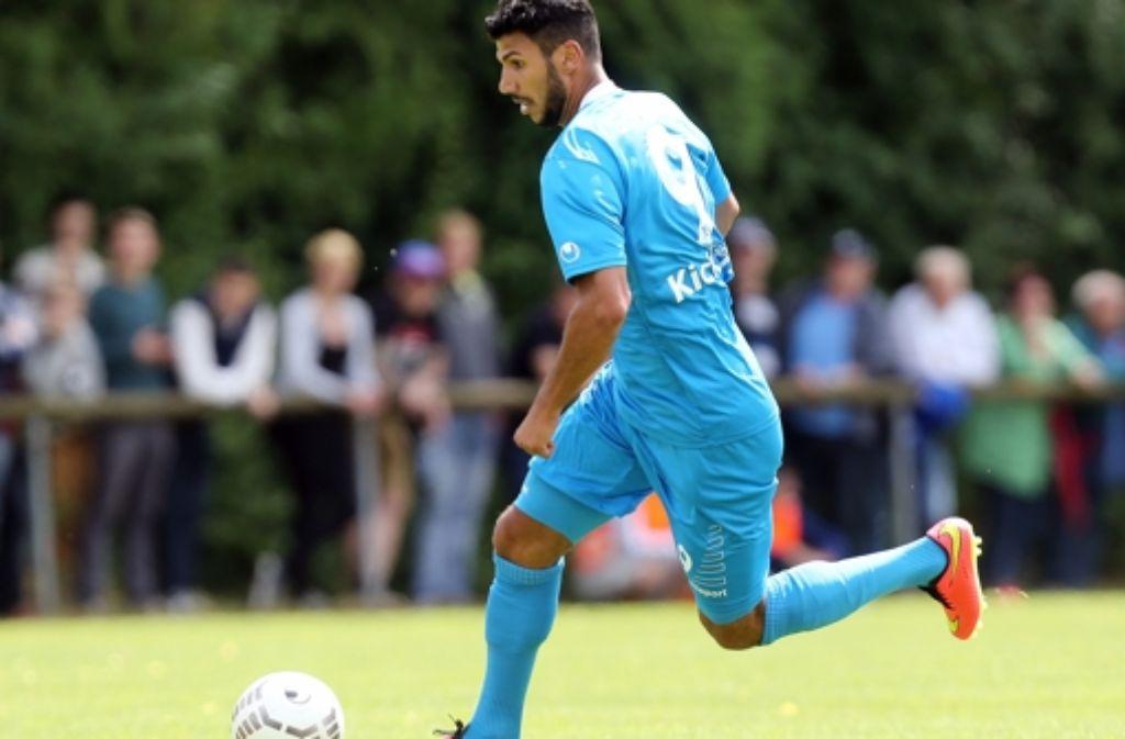 Elia Soriano erzielt für die Stuttgarter Kickers in Metzingen das Tor des Tages. Foto: Baumann