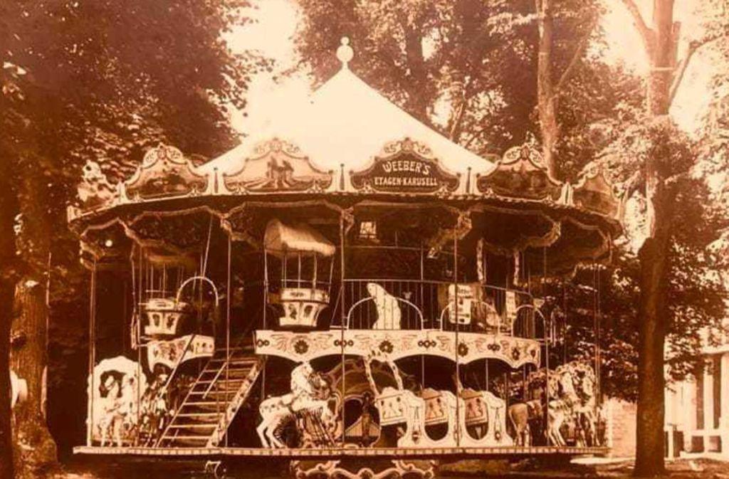 Viele Schausteller blicken auf eine jahrhundertelange Familiengeschichte zurück: Das alte Pferdekarussell der Familie Weeber. Foto: MR