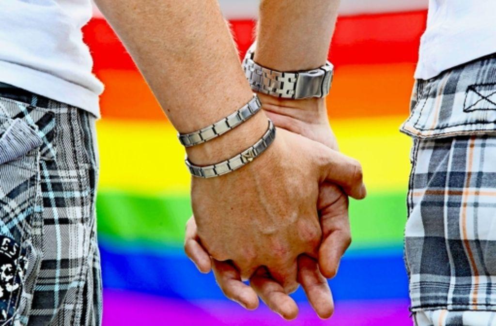 Zwei Männer, die sich lieben: Gottgewollte Anlage oder religiöses Konfliktfeld? Foto: dpa