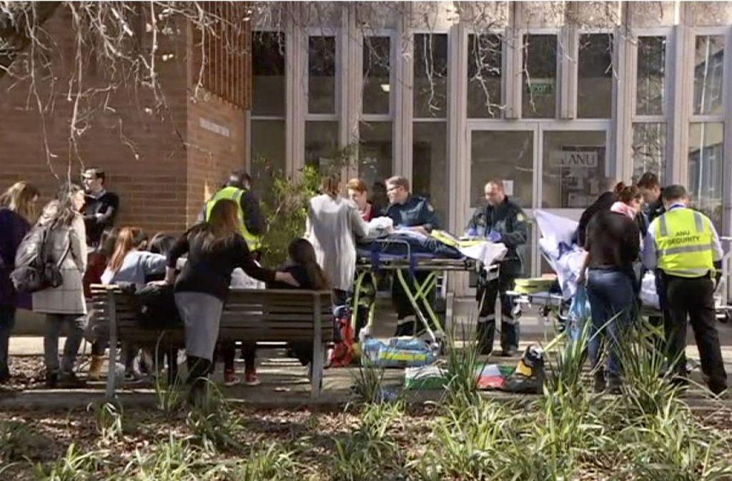 Drei Studenten und die Seminarleiterin sollen bei der Attacke schwer verletzt worden sein. Foto: AP