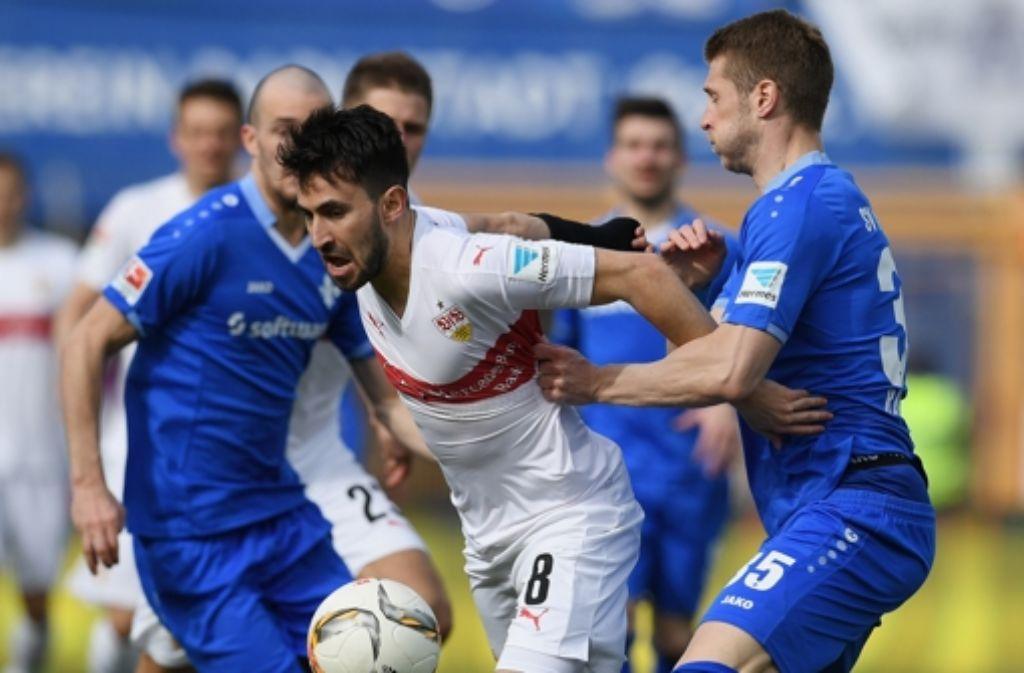 Lukas Rupp bringt den VfB Stuttgart mit seinem Treffer zum 2:1 vor der Pause in Führung. Foto: Bongarts
