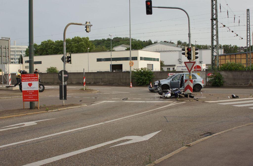 Der Pkw-Fahrer war laut Polizei trotz roter Ampel abgebogen. Foto: SDMG