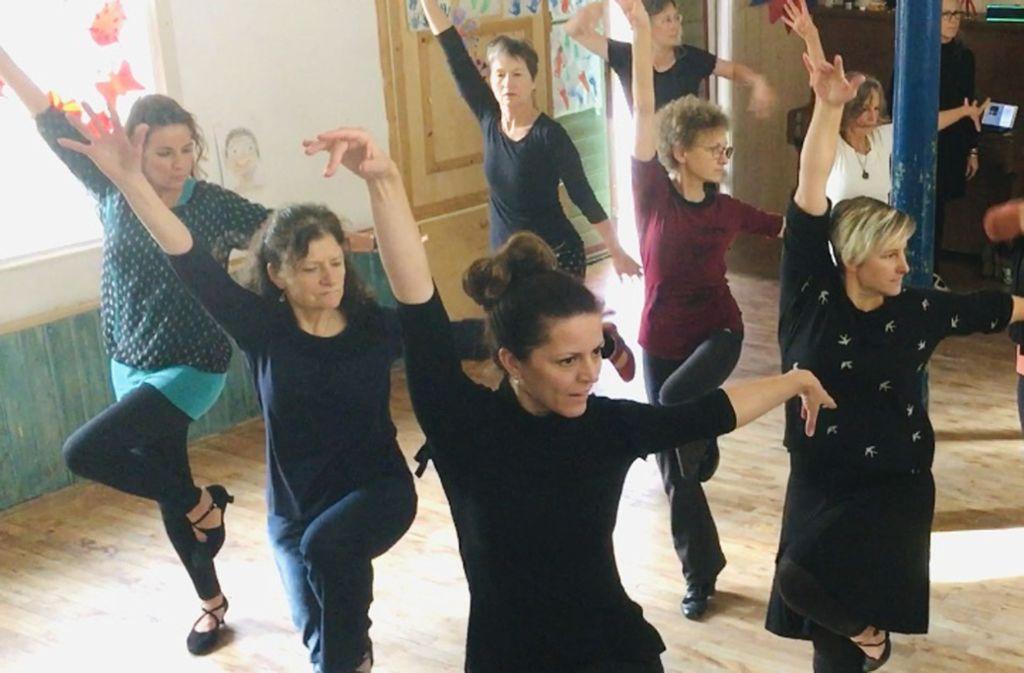 Die zehn Frauen der Ladies Solo Dancers bereiten sich intensiv auf das Festival an Ostern vor. Foto: Cherona Dreyer