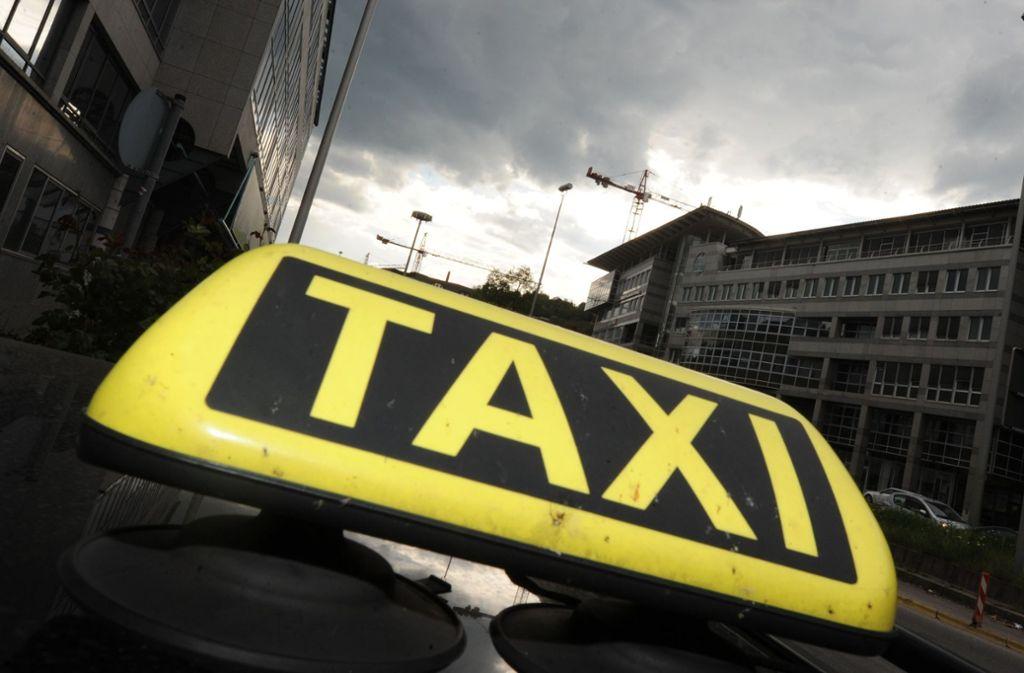 Ein Taxifahrer soll im Stuttgarter Westen einen Passanten geohrfeigt haben. (Symbolbild) Foto: dpa