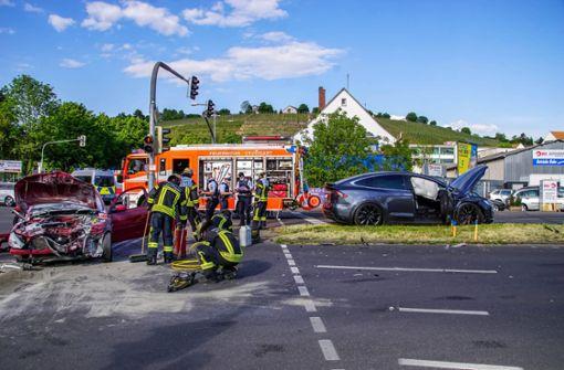 Heftiger Unfall fordert Schwerverletzten und hohen Schaden