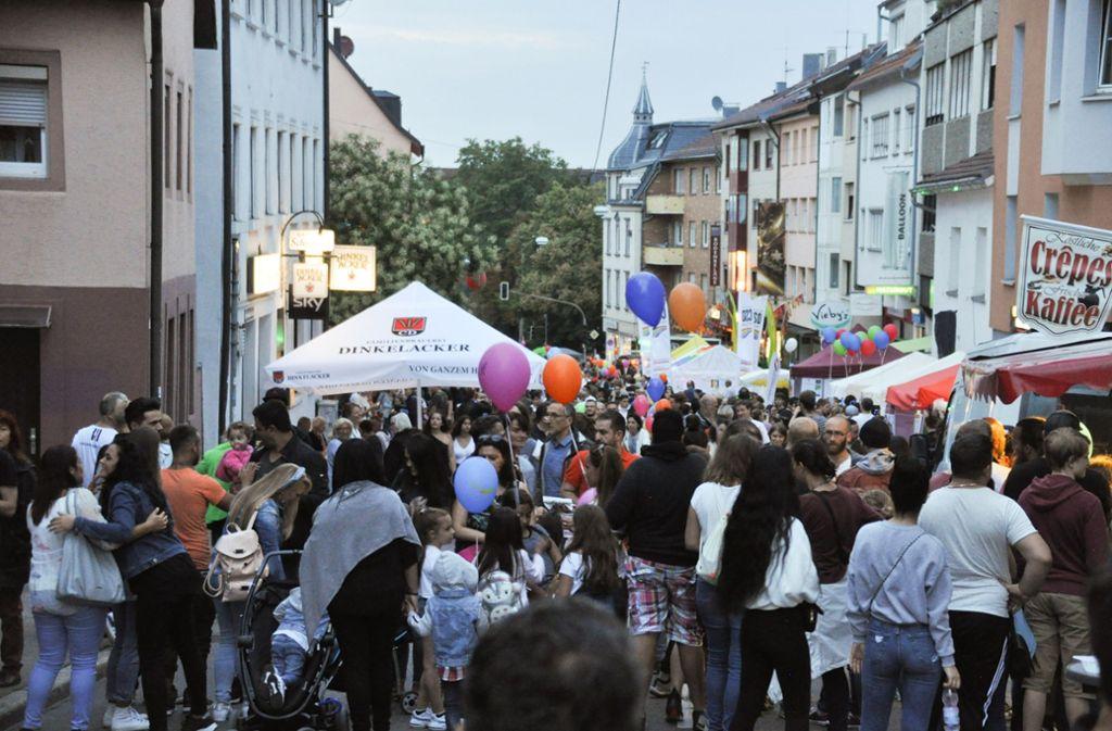 Am 25. Juli hätte es bei der Langen Ost Nacht auf der Gablenberger Hauptstraße wieder so aussehen sollen. Jetzt ist das Fest abgesagt worden. Foto: Karin Ait Atmane