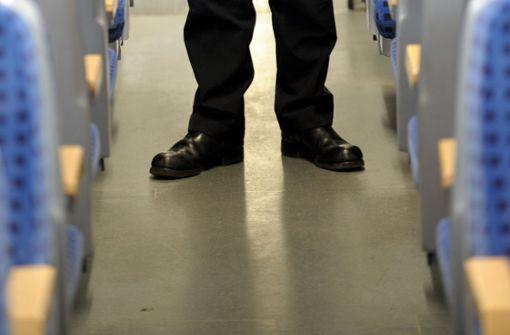 Jugendliche geben sich als Zugbegleiter aus und kontrollieren Tickets