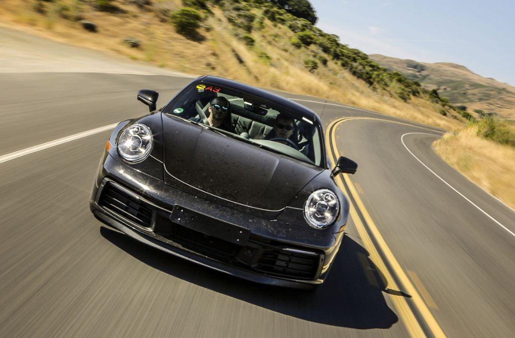 Ein Prototyp des neuen Porsche 911 auf einer Testfahrt. Foto: Porsche