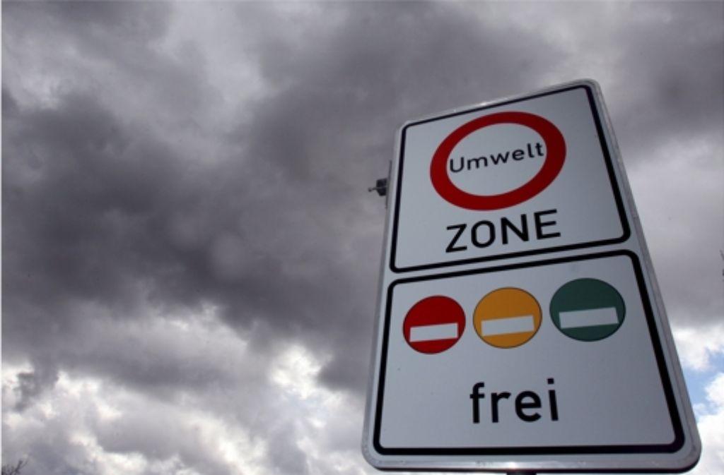Seit sieben Jahren geht die Feinstaubbelastung  in der  Umweltzone mit dem schrittweisen Verbot der roten und gelben Plakette zurück. Foto: dpa