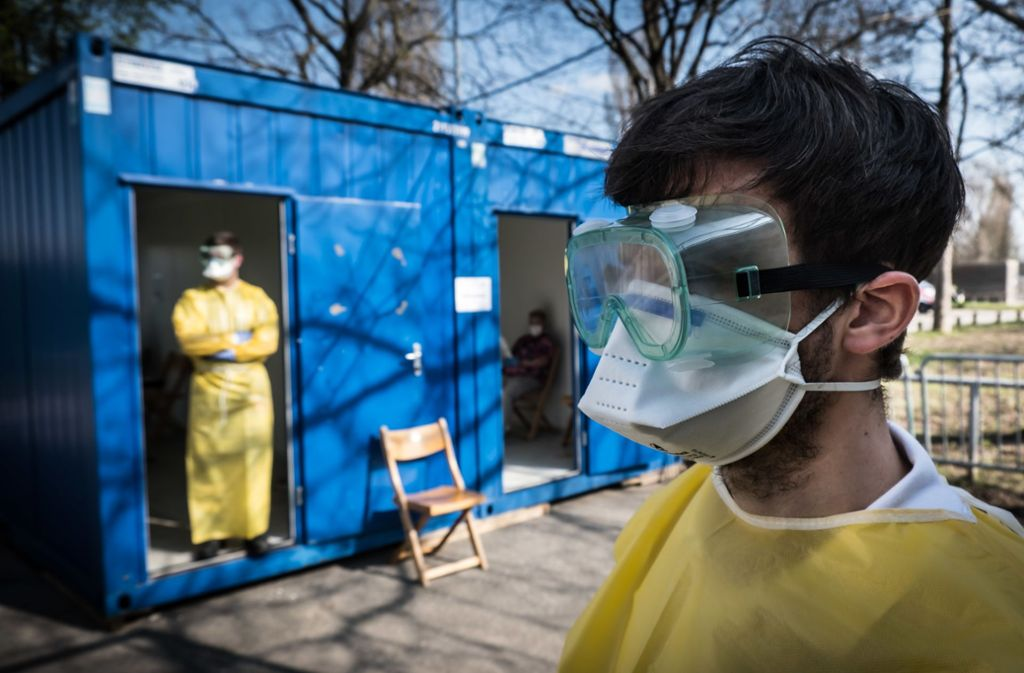 Nicht nur an Gesichtsmasken (hier ein Bild aus Stuttgart) besteht in den Gesundheitsbetrieben ein immenser Bedarf. Foto: Lichtgut
