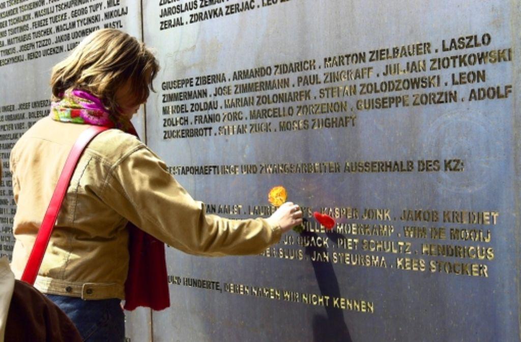 Die Namen von 2908 Menschen erinnern an eines der dunkelsten Kapitel der Leonberger Stadtgeschichte. Foto: Rebstock/Archiv