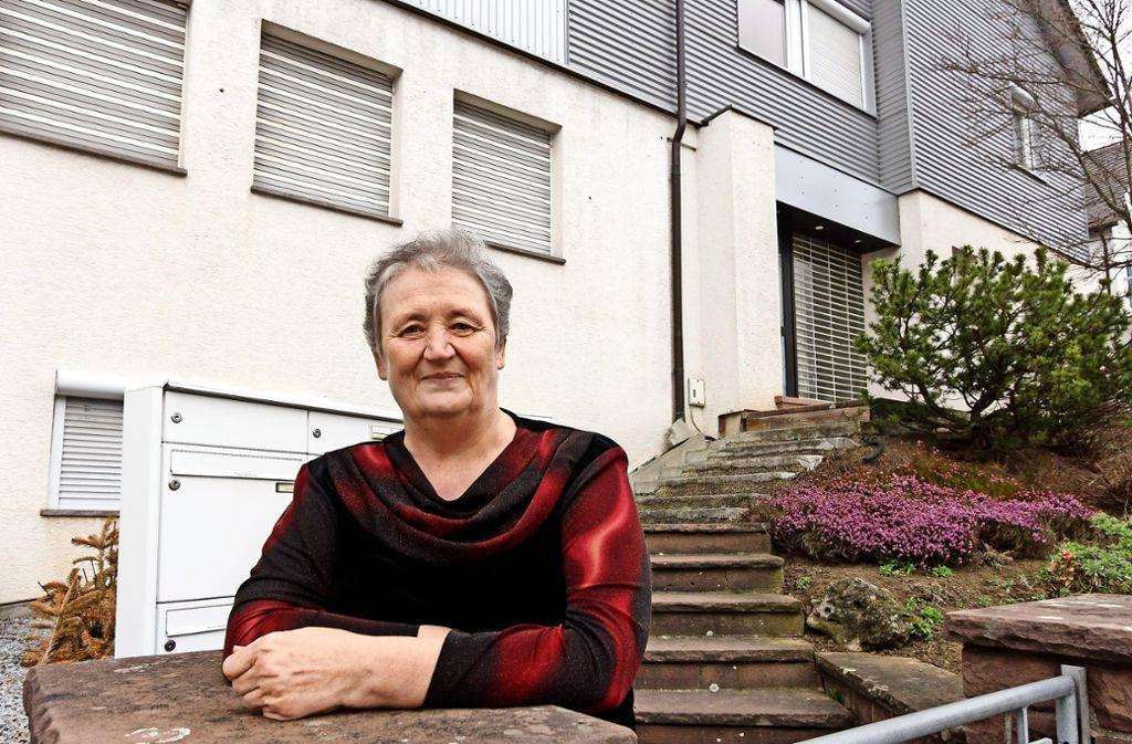 Elke Dahl ist stolz auf ihr Haus, in dem drei Generationen unter einem Dach leben. Foto: factum/Bach