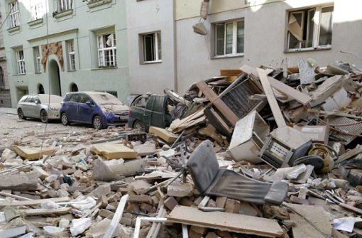 Frau tot aus Trümmern geborgen