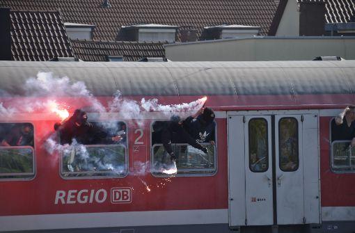 KSC-Fans demolieren S-Bahn-Waggon